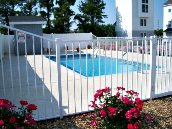 dare-currituck-camden-inground-pool-builder-southern-scapes-commercial-fiberglass-600x449